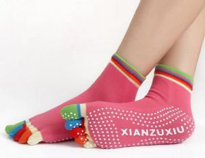 Носочки 5 пальчиков разноцветные для йоги, пилатеса и фитнеса yogatops йогатопс Yogatops (Йогатопс) - Одежда для йоги